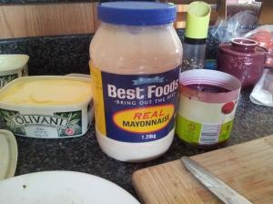 Du beurre à l'huile d'olive (meilleur pour la santé), de la mayonnaise version BIG POT, des betteraves déjà coupées...