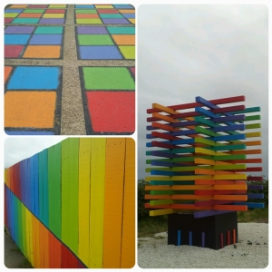 Déco multicolores sur le chemin...